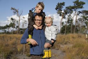 Het bos in met Bo, een actieve gezinswandeling