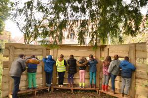 Verdoken in de vogelkijkhut leren we de tuinvogels herkennen