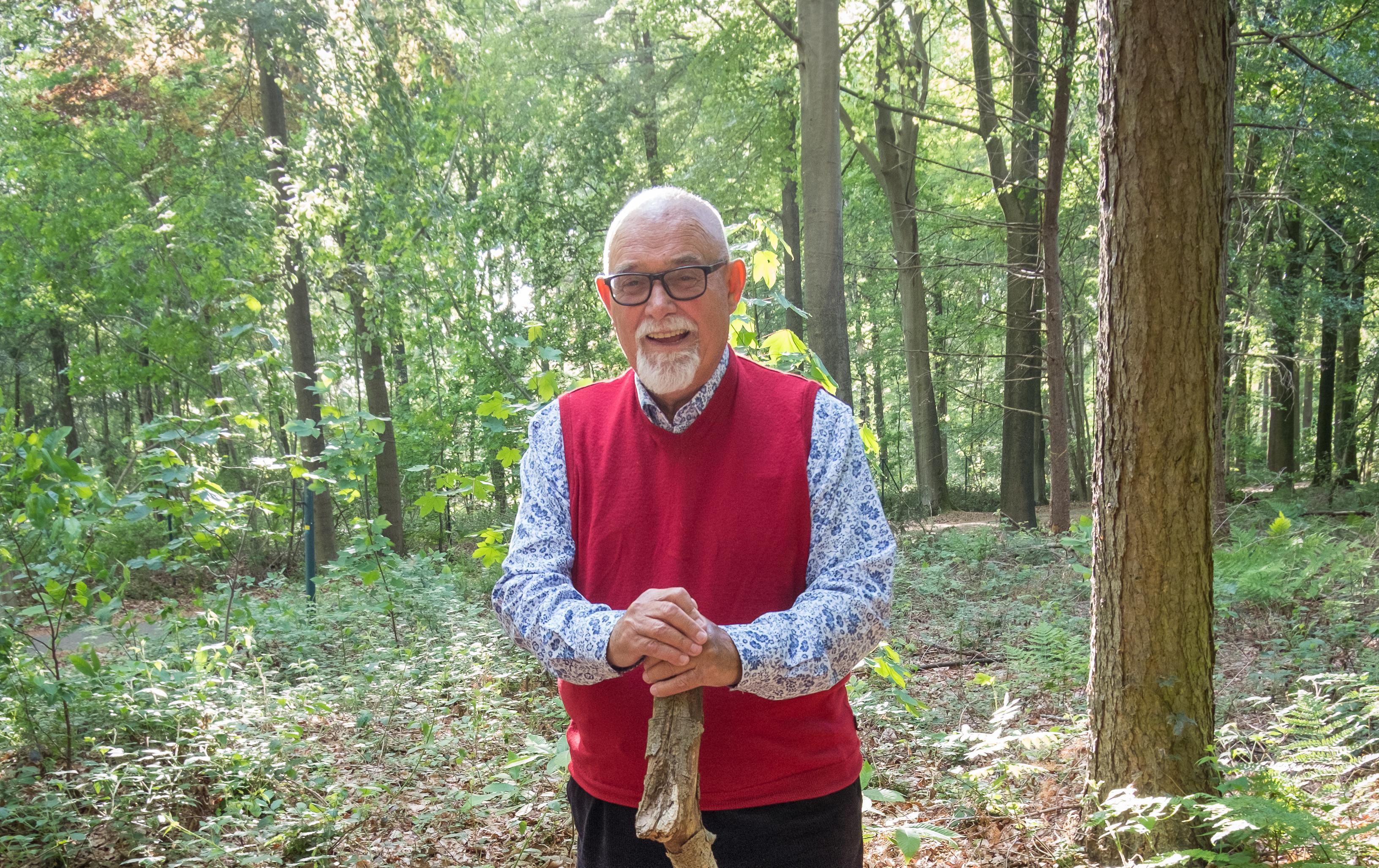 Jacques Somers schenkt bosje aan Groenhovebos