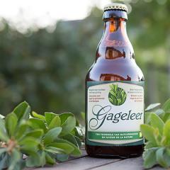 Wie een Gageleer drinkt, proeft de Vlaamse natuur. Gageleer is een origineel, biologisch, donkerblond bier met eigenzinnig karakter.  De verkoop van het degustatiebier brengt middelen op voor de aankoop van natuur. Bied je gasten deze zomer dus eens een G