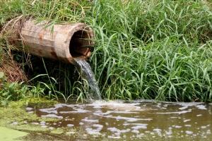 Laks rioleringsbeleid zet rem op propere waterlopen