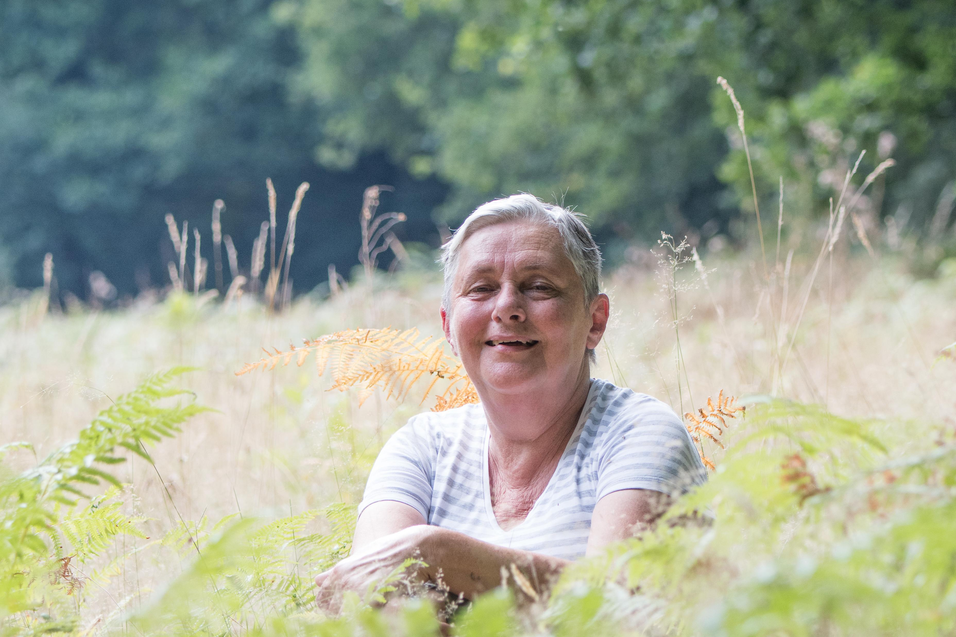 Katy schenkt verpachte akkers, een verwilderde fruitbomgaard en een machtig hellingbos aan de oever van de Itterbeek waar bevers het voor het zeggen hebben aan Natuurpunt. Bovendien maakte ze een testament ten voordele van Natuurpunt.