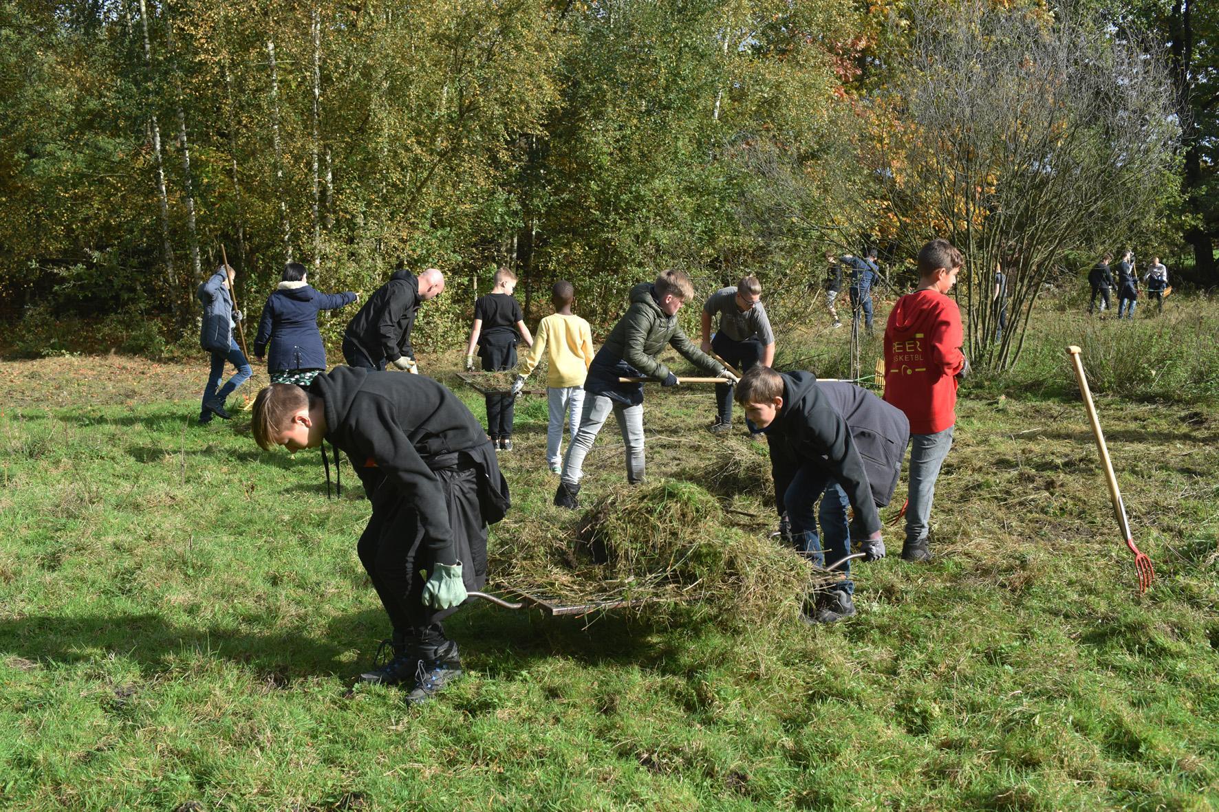 Leerlingen WICO campus TIO helpen de natuur.
