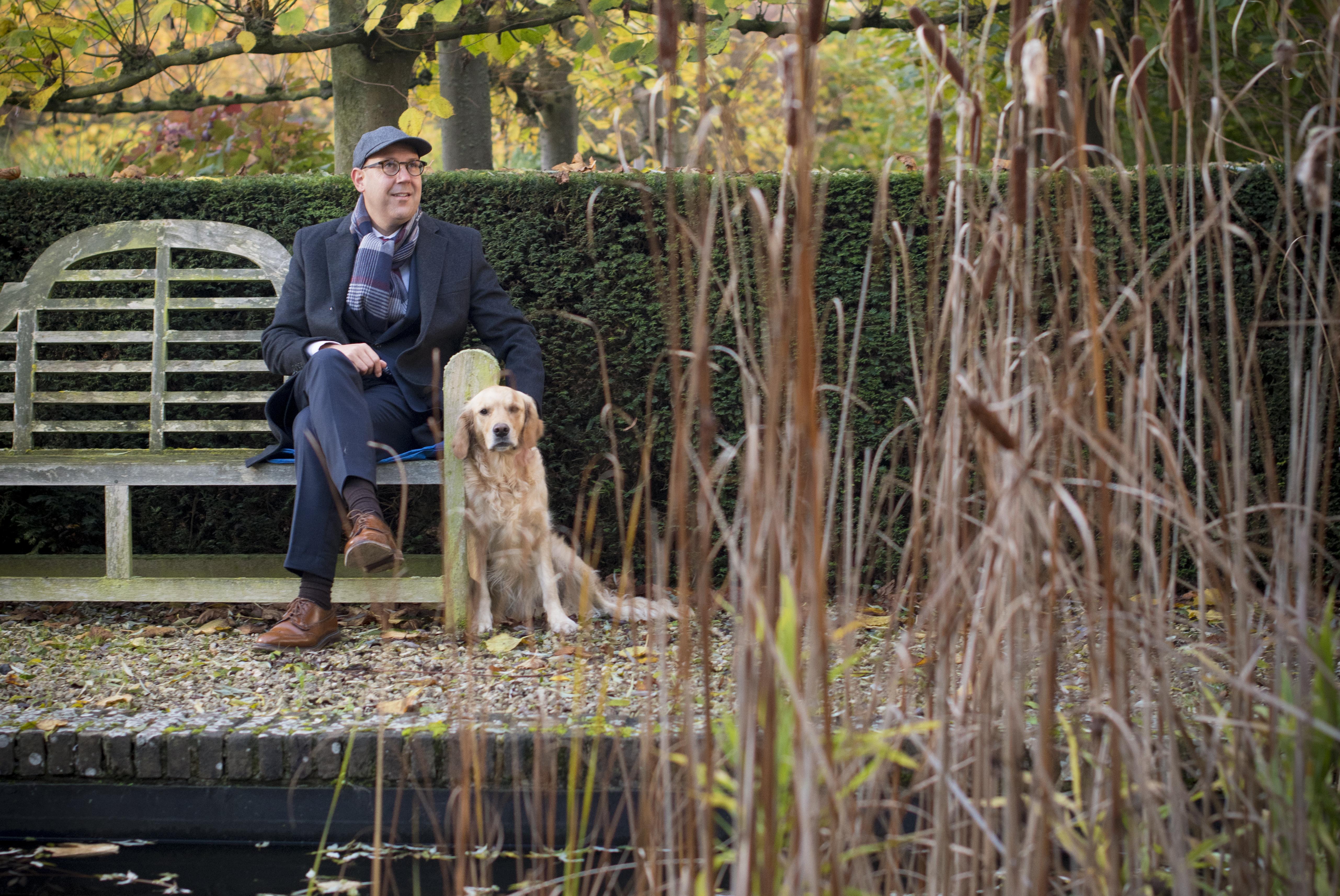 Francis De Nolf is altijd een groot natuurliefhebber geweest. Samen met zijn familie en de Roulartagroep vindt hij het zijn plicht om zorg te dragen voor de natuur. Daarom deden ze een schenking voor de Uitkerkse Polder.